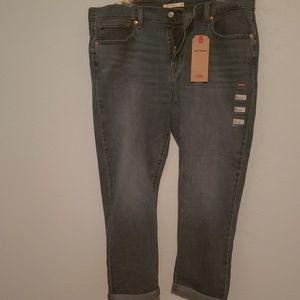 "NWT, ""Levis"" boyfriend jeans"